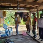 Bhabinkamtibmas Polsek Keera Bripka Muhammad Ali bersama Babinsa Pratu Akbar dampingi tim Satgas Covid-19 desa Ciromanie dalam penyemprotan desinfektan di rumah warga Kamis (29/07/2021 ).