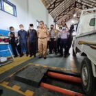 Sebelum melakukan launching, Bupati Wajo H. Amran bersama bersama Ketua DPRD Wajo HA. Alauddin Palaguna menyaksikan pengujian kendaraan yang dilakukan oleh penguji Dinas perhubungan.