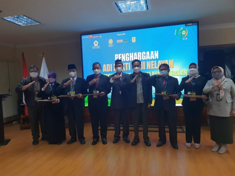 Bupati Wajo bersama Bupati/Walikota se indonesia berpose bersama usai menerima penghargaan nasional bidang pertanian