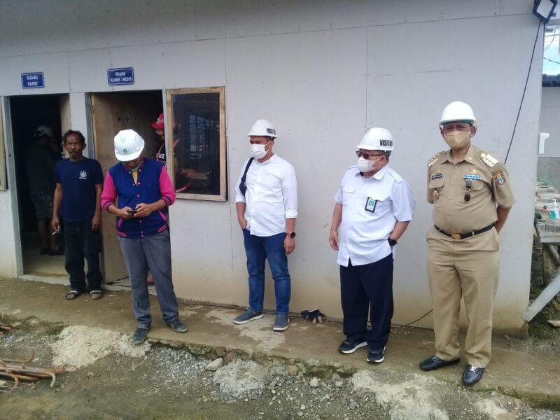 Bupati Wajo H. Amran Mahmud didampingi Kepala Balai Prasarana Permukiman Wilayah Sulsel, Ahmad Asiri Tinjau Progres Pembangunan Pasar Tempe