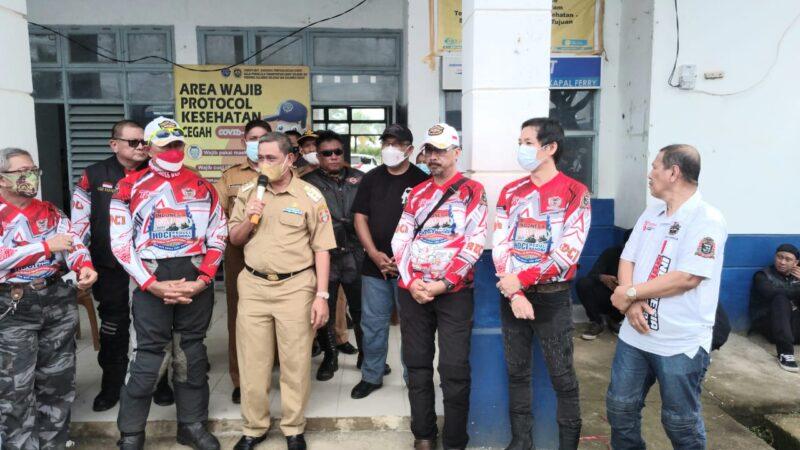 HDCI Touring Jelajah Nusantara di Wajo dan diterima oleh Bupati Wajo H. Amran Mahmud. HDCI pada kesempatan itu menyerahkan bantuan untuk korban banjir di Kecamatan Pitumpanua
