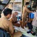 Tim vaksinasi Dinas Kesehatan Wajo  door to door atau mendatangi langsung ke rumah-rumah warga untuk melakukan vaksinasi