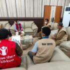 Bupati Wajo H. Amran Mahmud menerima tim Save the Children Indonesia di ruang kerjanya dalam rangka penyerahan secara simbolis bantuan 3.780 paket belajar dari Save the Children Indonesia
