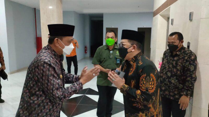 Bupati Wajo, Amran Mahmud, menyambut kunjungan Wakil Menteri Agama (Wamenag) RI, Zainut Tauhid Sa'adi, di Sallo Hotel Sengkang, Selasa malam 14 September 2021