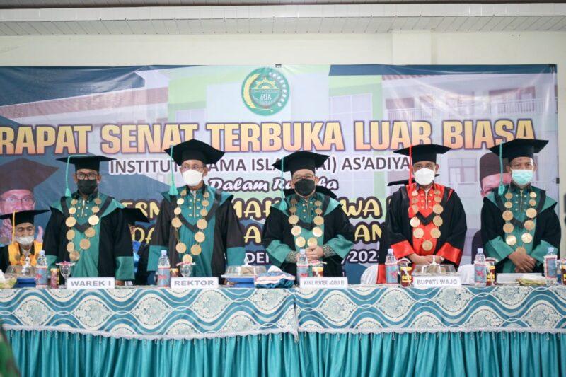 Bupati Wajo, H. Amran Mahmud, mendampingi Wakil Menteri Agama (Wamenag), Zainut Tauhid Sa'adi, hadir pada rapat senat dalam rangka peresmian mahasiswa baru dan kuliah perdana Institut Agama Islam (IAI) As'adiyah Sengkang tahun akademik 2021/2022, Rabu (15/9/2021).