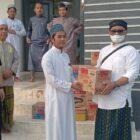 At-taubah Peduli dan Jurnalis Wajo bersama CV Candu Walet dan Ganefo memperingati Hari Santri dengan menyalurkan sembako ke Hafidz Qu'ran Masjid Ukuhwah Pasarbaru, Jumat (22/10/2021).