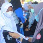 Pemerintah Kabupaten (Pemkab) Sinjai berkolaborasi bersama kepolisian resor (Polres) dan Ikatan Mahasiswa Muhammadiyah (IMM) Sinjai menggelar vaksinasi massal Senin pagi (18/10/2021).